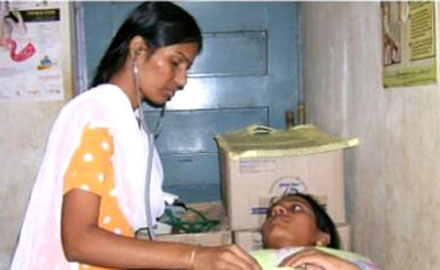 Dr. Kanchan Agrawal is giving treatment to patient